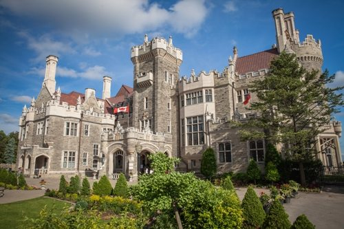 Let's Take a Trip to Casa Loma by Minibus!