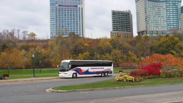Benefits to Renting a Bus for Holiday Travel
